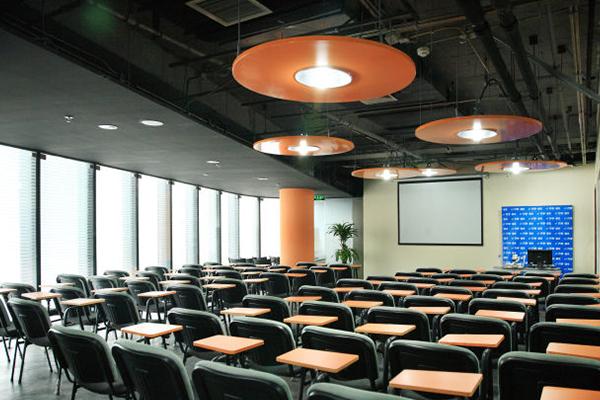 上海业余本科兴趣辅导班最好钱的是哪家
